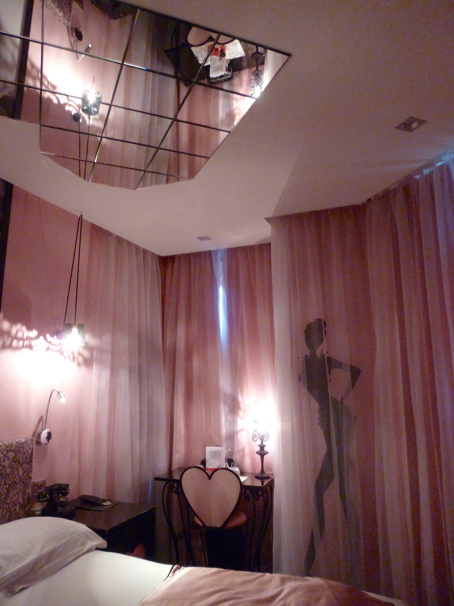 Hotel Paris Miroir Plafond