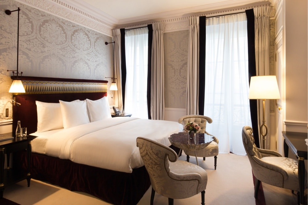 La r serve paris la nouvelle adresse 5 toiles au chic for Reserve une chambre
