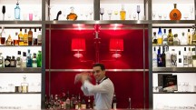 Drink chic au bar long du Royal Monceau