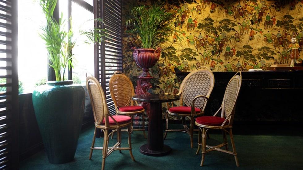 Le jardin vauclair bar ph m re du renaissance paris vend me for Le jardin bar