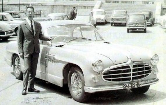 1965, Philippe Charbonneaux devant la Delahaye 235