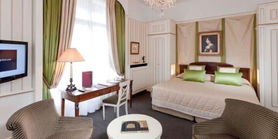 Junior-Suite-Avenue-Hotel-Napoleon-Paris-5-etoiles_1200.600.crop-S.photo.5c5ed