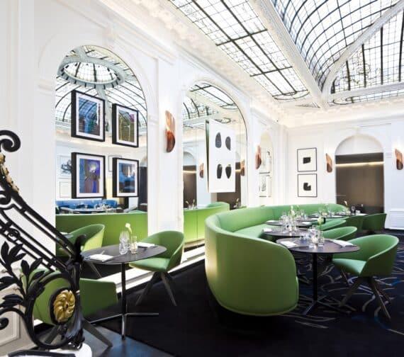 Savourez une cuisine légère et inventive au V, le restaurant de l ...