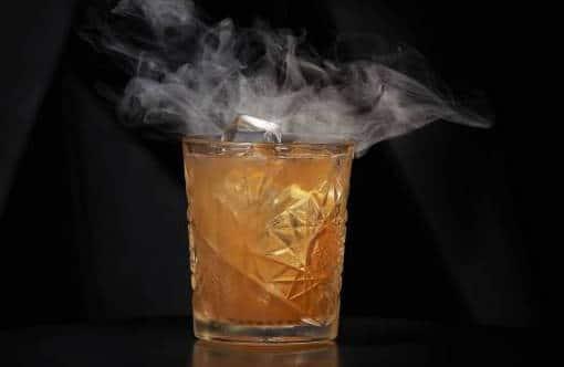 """Le cocktail signature """"Le Brûlé"""" toujours à la carte © DR"""