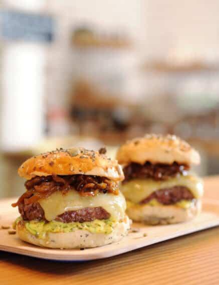 """Le """"Burger du comptoir"""" de Brice Morvent"""