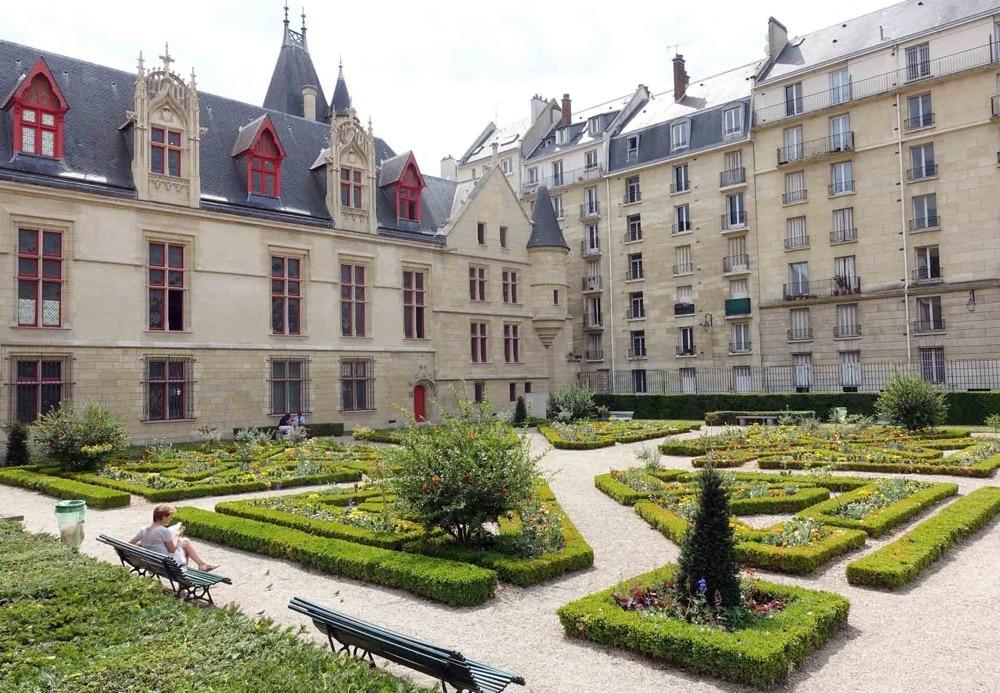 10 jardins paris que vous aimerez pour leur charme secret mon paris joli. Black Bedroom Furniture Sets. Home Design Ideas