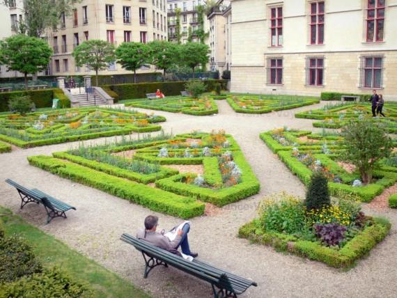 jardin de l'Hôtel de Sens 1