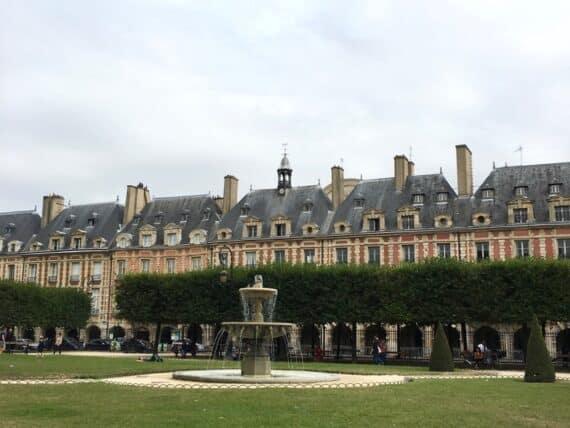 pavillon-de-la-reine-13