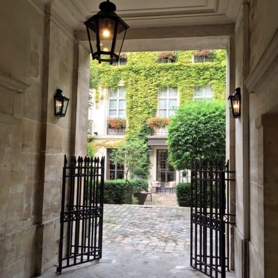 pavillon-de-la-reine-5